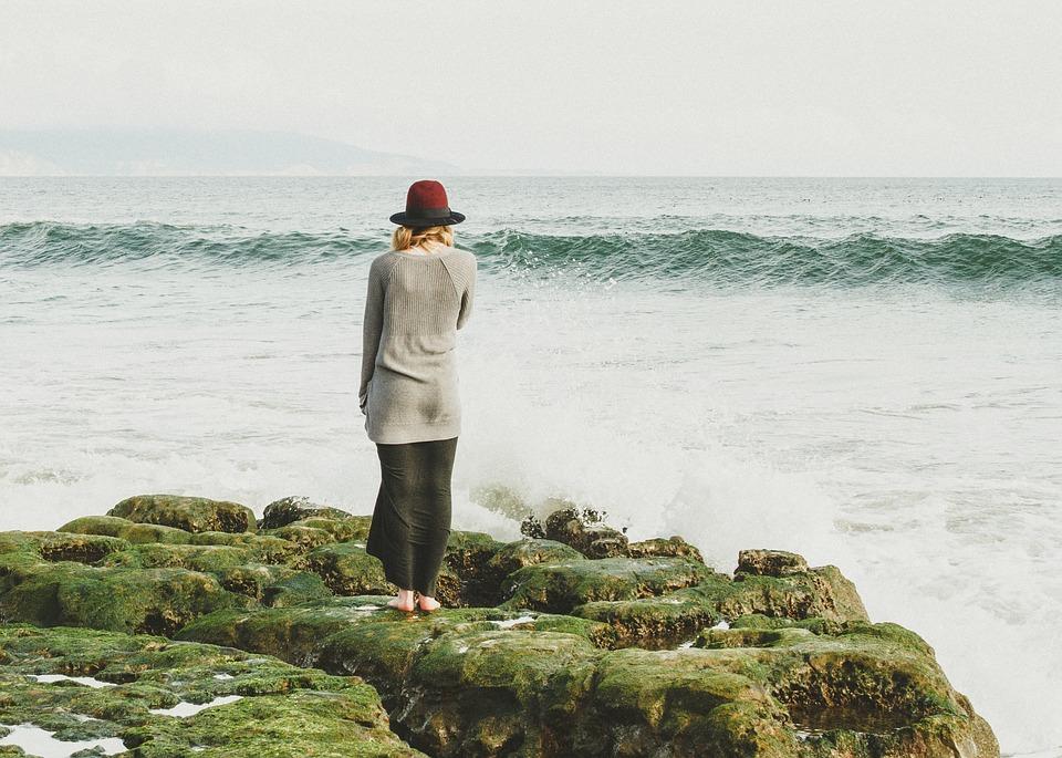 pensando diante da água